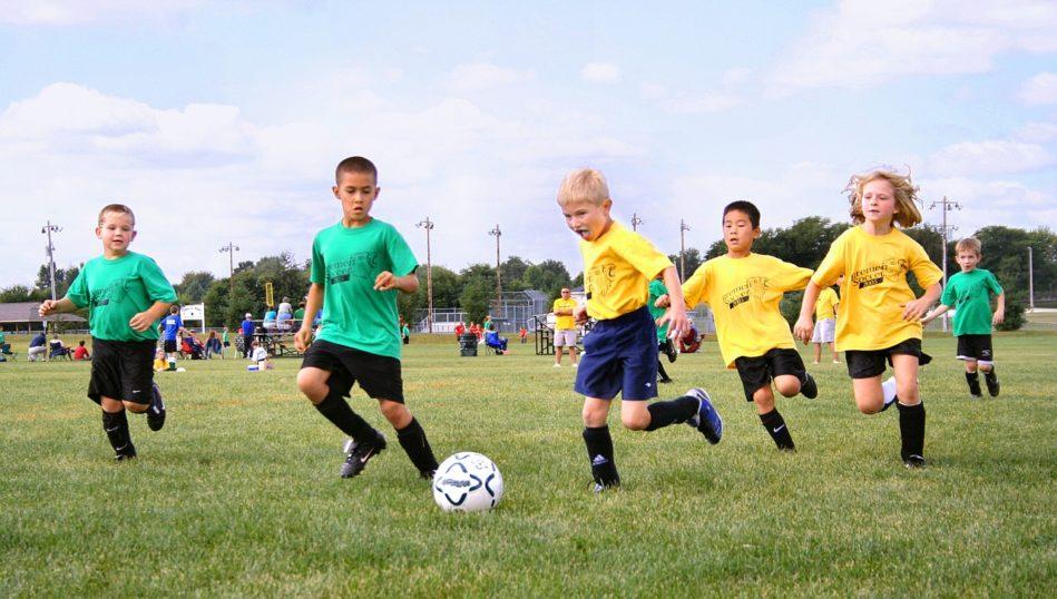 画像に alt 属性が指定されていません。ファイル名: team-of-young-footballers-1493006_1280-949x538.jpg